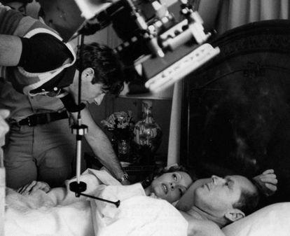 Roman Polanski dirige Faye Dunaway e Jack Nicholson em 'Chinatown' (1974). Diretor e atriz trocaram farpas na gravação.