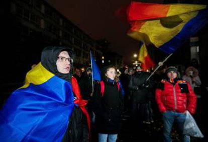 Estudantes protestam no domingo em Chisinau, contra a eleição de Igor Dodon.