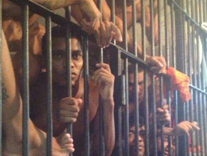 Presos na penitenciária de Pedrinhas, em São Luis.