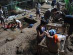 Escavações na caverna de Callao, nas Filipinas.
