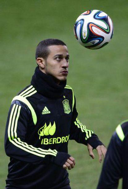 Thiago Alcântara no treino da seleção.
