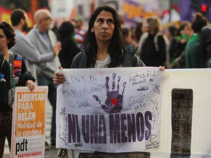Manifestantes em Buenos Aires pedem a libertação de Belén, que em 2016 estava presa havia mais de dois anos por abortar.