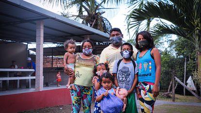 Família de migrantes venezuelanos no Brasil.