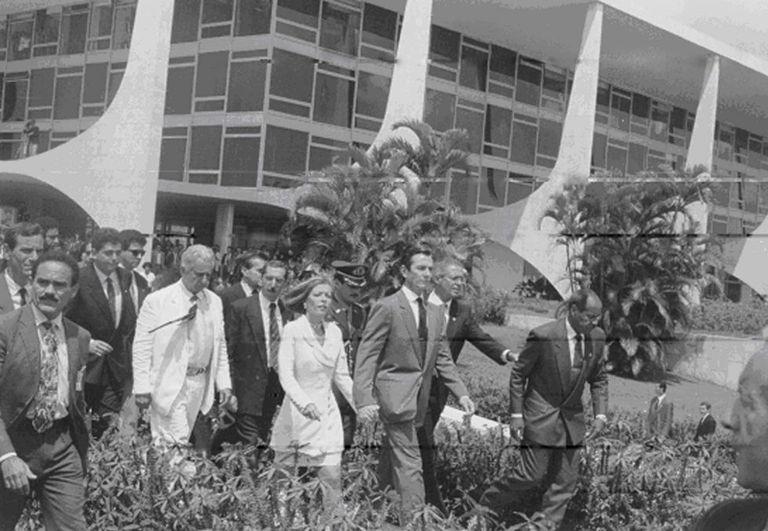 O presidente Collor deixa a presidência em 1992.