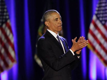 O presidente Obama aplaude durante o discurso, ontem à noite em Chicago.
