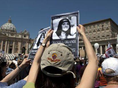 Promotor de Roma investiga se os restos, encontrados nas dependências da Santa Sé, pertencem à menina desaparecida há 35 anos, cujo sequestro salpicou a Máfia e os serviços secretos