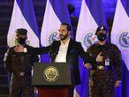 Nayib Bukele participa junto al Alto mando de la Fuerza Armada en un acto de incorporación de nuevos soldados en San Salvador el 19 de julio.