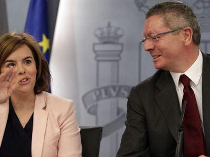Alberto Ruiz Gallardón e Soraya Saez de Santamaría, na sexta-feira passada.
