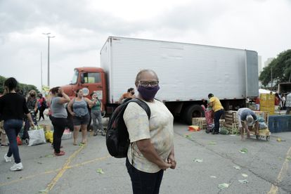 Almerinda Pereira dos Santos, que já se infectou com a covid-19, ficou preocupada com a aglomeração do local.