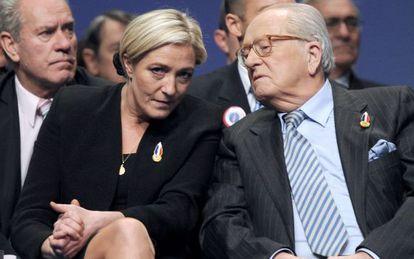 Marine Le Pen e seu pai, Jean-Marie Le Pen, em 2011.