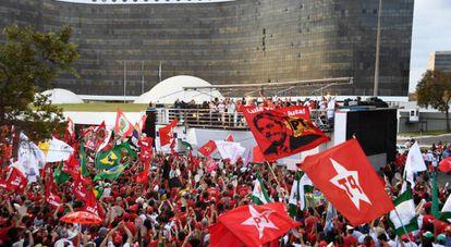 Protesto de apoiadores de Lula em frente ao TSE, em Brasília.