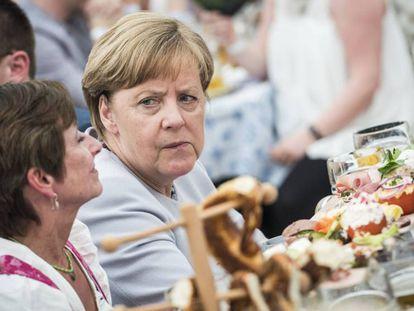 A chanceler alemã, Angela Merkel, durante um ato de campanha da CSU em Munique, neste domingo.