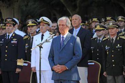 Tabaré Vázquez discursa durante a cerimônia de posse do novo chefe do Exército, José Ariel González, em 18 de março.