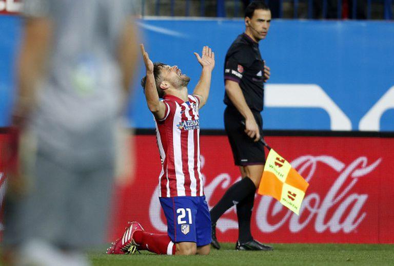 Diego comemora o seu gol contra a Real Sociedad.