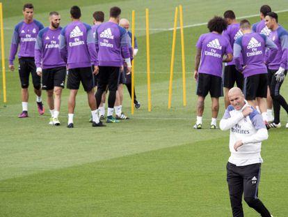 Zidane, durante treinamento pelo Real Madrid. Vídeo: ATLAS