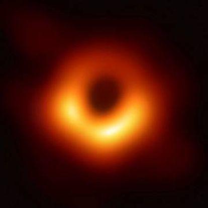 Primeira imagem de um buraco negro