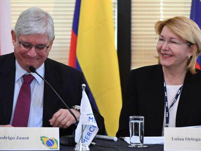 Luisa Ortega e o procurador-geral, Rodrigo Janot, concedem entrevista coletiva em Brasília