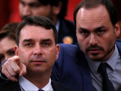 Flávio e Carlos Bolsonaro.