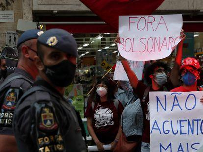 Policias da Força Tática da Polícia Militar de São Paulo patrulham protesto contra o presidente Jair Bolsonaro, na capital, em abril de 2021.