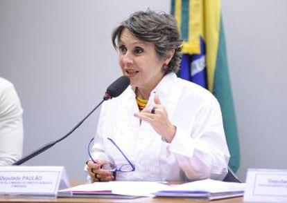 Deputada Erika Kokay critica CBF por descumprir acordo.