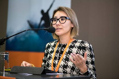 Fabiana Schneider durante sua palestra na conferência Play the Game.