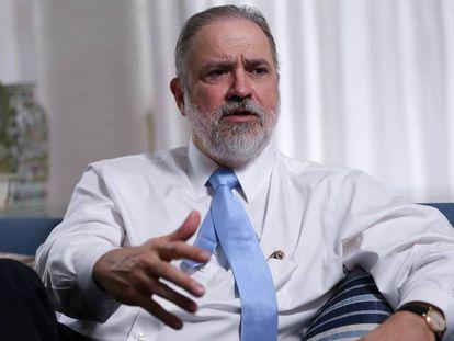O procurador-geral da República, Augusto Aras, em sua casa em abril.
