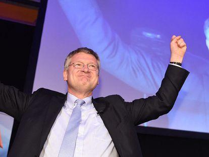 O líder da AfD em Baden-Wuertamberg, Joerg Meuthen, comemora o resultado.