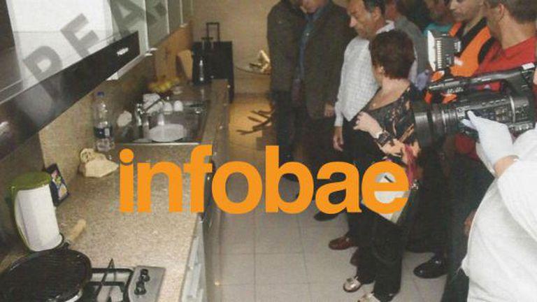 A promotora com sua equipe no apartamento de Nisman.