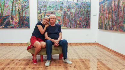 Maciej e Lídia Babinski, na galeria de arte que criaram no sertão.