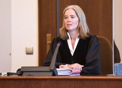 A juíza Anne Meyer-Goering durante a abertura do processo contra Bruno Dey, em Hamburgo, em 23 de julho de 2020.