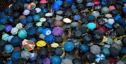 Manifestantes no protesto em Hong Kong neste domingo