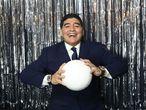 Diego Armando Maradona posa en la alfombra roja antes de entrar a los premios de la FIFA en Londres, en octubre de 2017.