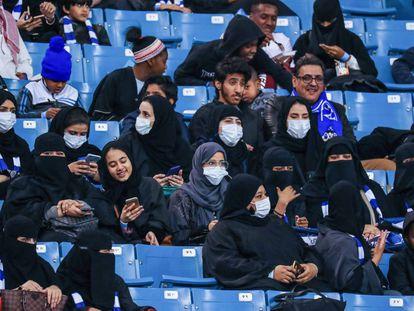 Torcedores do Al Hilal, no primeiro dia em que Arábia Saudita permitiu que elas fossem ao estádio.