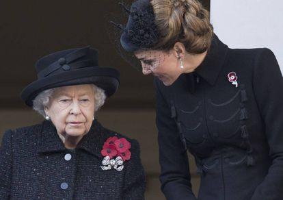Elizabeth II com Kate Middleton no domingo passado.