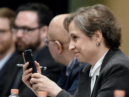 Carmen Aristegui durante a conferência em que denunciou a espionagem do Governo.