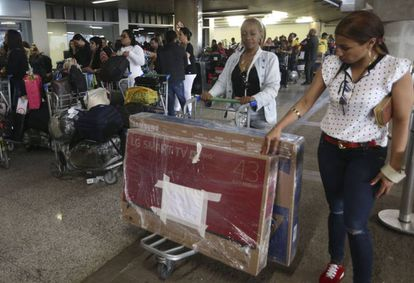 Médicos cubanos, momentos antes de deixar o Brasil