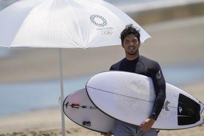 Gabriel Medina na praia de Tsurigasaki, em Ichinomiya, nesta quinta-feira.