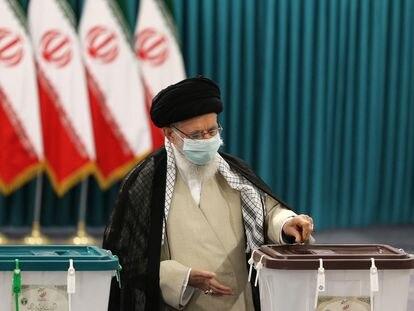 O aiatolá Ali Khamenei vota nesta sexta-feira.