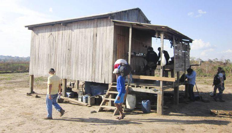 Auditores Fiscais do Trabalho resgatam 9 trabalhadores em condição análoga à escravidão no Acre.