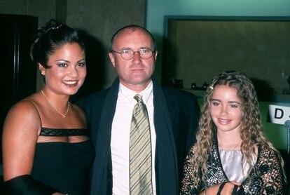 O casal com a filha do músico, Lily Collins.