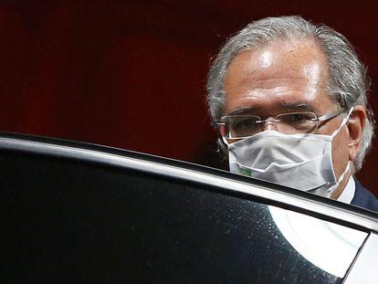 Paulo Guedes após o expediente no Ministério da Economia em 5 de outubro.