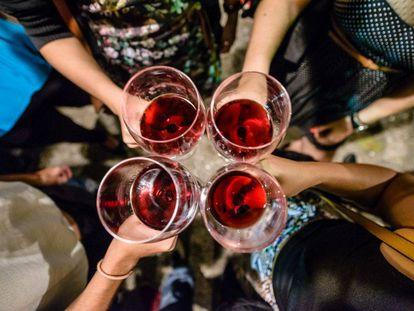 Brinde em um evento da Wine It, empresa especializada em férias relacionadas com o mundo do vinho, no Rio de Janeiro.
