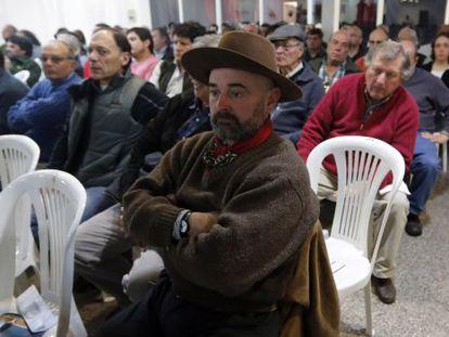 Agricultores argentinos que sofreram perdas pelas tempestades.