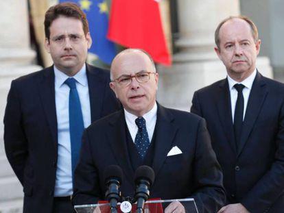 O primeiro-ministro, Bernard Cazeneuve, depois da reunião do Conselho de Defesa