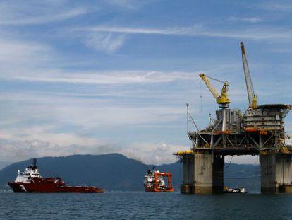 Plataforma de exploração de petróleo no Brasil.