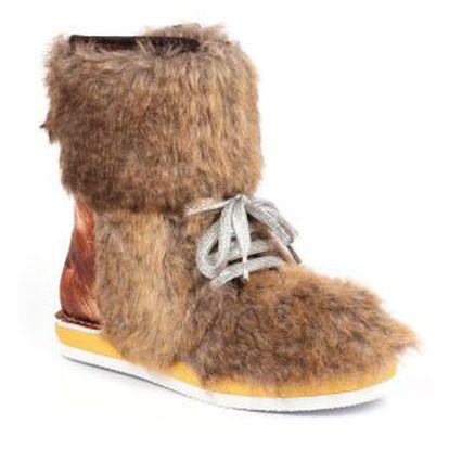O que você faz se um dia o seu garoto aparecer para jantar vestindo uma bota Chewbacca? A primeira coisa é aceitar que se gastaram ali 225 euros.