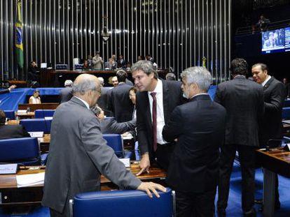 Senadores em sessão na terça-feira.