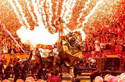 Katy Perry, durante o espetáculo na final do Super Bowl.