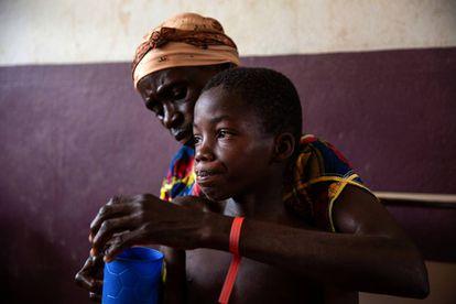Campanha de vacinação contra o sarampo dos Médicos Sem Fronteiras no hospital de Bossangoa, na República Centro-Africana.