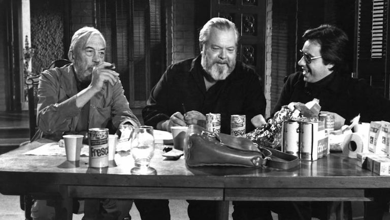 esquerda para a direita, John Huston, Orson Welles e Peter Bogdanovich na filmagem de 'O Outro Lado do Vento'.